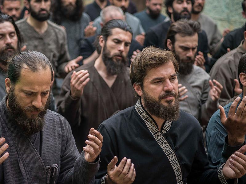 Ertuğrul-Praying-1 - Islamic History Project